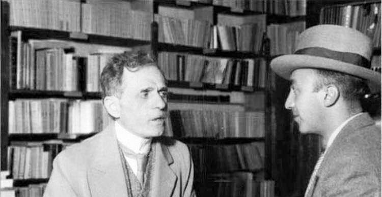 Lumo Skendo ne librarine e tij te famshme ne vitet '30